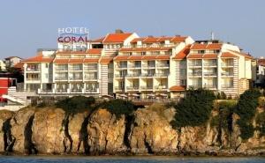 Късно Лято в <em>Созопол</em>! Нощувка на човек със Закуска и Вечеря + Басейн от Хотел Корал на Метри от Плажа