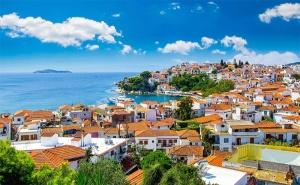 Септемврийски Празници в Гърция! 5 Дни/3 Нощувки със Закуски на о-в Скиатос + Разходка в Град Волос Заедно с Trips 2 Go!