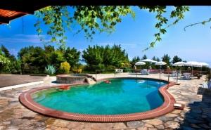 Септември в <em>Халкидики</em>, Гърция! Нощувка на човек на База All Inclusive + Басейн в Хотел Pashos***, Криопиги