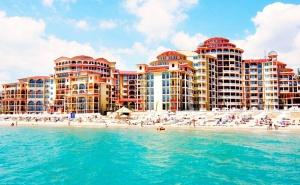През Септември на Първа Линия в <em>Елените</em>! Нощувка на човек на База All Inclusive + Басейн, Шезлонг и Чадър на Плажа от Хотел Атриум Бийч**** Дете до 12Г. - Безплатно