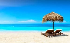 Нощувка на човек със Закуска, Обяд и Вечеря по Избор + Напитки и Басейн в Семеен Хотел Слънце Vip Зона, на 100 М. от Плажа в <em>Созопол</em>