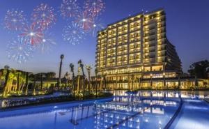 Нова Година в <em>Кушадасъ</em>, Турция! 4 Нощувки на човек на База All Inclusive +  Празнична Вечеря от Хотел Amara Sea Light 5*