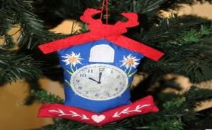 Коледна Играчка от Плат Къщичка с Часовник