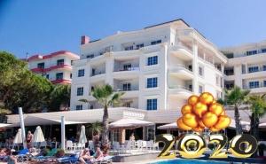 Ранни Записвания за Нова Година в Дуръс, Албания! Транспорт, 3 Нощувки на човек със Закуски и 2 Вечери в Хотел Fafa Premium Resort 4* от Абв Травелс
