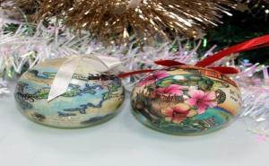 Комплект 2 Броя Разноцветни Коледни Топки за Пътешественици Virgin Islands