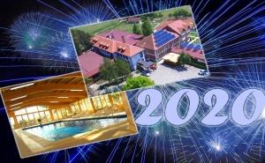 Нова година в Сърбия! 3 нощувки, закуски, вечери, 2 от които с неограничено количество напитки + басейн в хотел Ravni Gaj 3*, край  Вучковица. Транспорт по желание от Кастело  ...