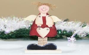 Дървена Фигурка Ангелче със Сърце