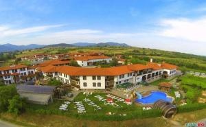 През Седмицата в Старосел, Нощувка със Закуска и Винен Тур в Хотел Старосел