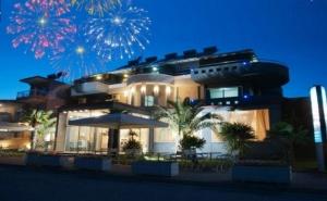 Нова Година в <em>Паралия Катерини</em>, Гърция! Транспорт, 3 Нощувки със Закуски и 2 Вечери от Хотел Yakinthos и Караджъ Турс