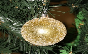 Коледна Топка за Елха със Заскрежен Ефект