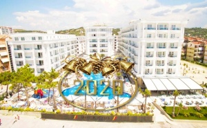 Нова Година в Дуръс, Албания! Транспорт + 3 Нощувки със Закуски и 2 Вечери на човек в Grand Blue Fafa Resort 5* + Посещение на Скопие и <em>Охрид</em> от Абв Травелс