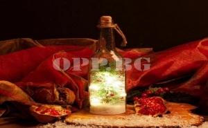 Светеща Коледна Бутилка с Вградена Елхичка