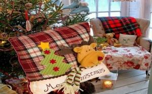Красива Декоративна Коледна Възглавница Еленче със Шалче