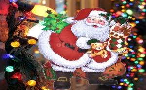 Празничен Стикер за Прозорци Дядо Коледа с Елхичка и Подаръци