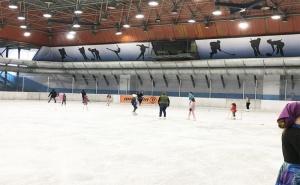 60 Минути Кънки на Лед с Инструктор, за Малки и Големи в Зимен Дворец на Спорта от Кънки Клуб Голд Айс–Инфинити