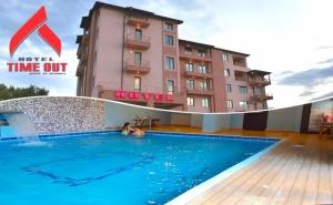 Нощувка на човек със закуска + басейн и релакс зона в хотел Тайм Аут***, Сандански