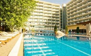Ранни Записвания за Лято 2020! Нощувка на човек на База All Inclusive + Басейн в Гранд Хотел Оазис, <em>Слънчев бряг</em>,само на 80 М. от Плажа. Безплатно-Дете до 13Г.