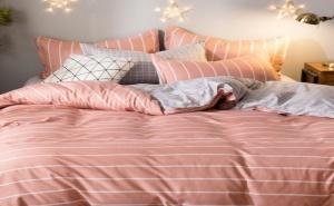 Спален Комплект в Свежи Цветове Striped Print Sheet Set