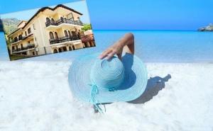 Ранни Записвания за Море на 100М. от Плажа на о. <em>Тасос</em>, Гърция! Нощувка за Двама, Трима или Четирима + Оборудвана Кухня в Хотел Memories Villa