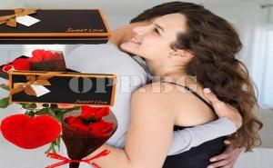 Букет от Вечни Рози и Ключодържател Валентинка в Супер Луксозна Кутия