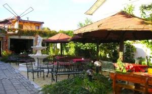Нощувка със Закуска, Обяд* и Вечеря в Ресторант – Хотел Цезар, <em>Хисаря</em>. Две Деца до 10 г. - Безплатно!