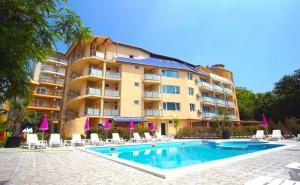 Лято в Китен на 50М. от Морето! Нощувка на човек със Закуска и Вечеря + Басейн в Новия Хотел Елица***