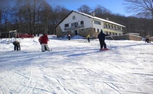 Уикенд във Врачански Балкан! 2 Нощувки на човек със Закуски + Ски Карта от Хижа Пършевица