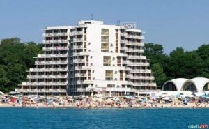 На Самия Плаж в Албена, All Inclusive Цена на човек до 01.07 със Шезлонг и Чадър на Плажа от Хотел Нона