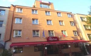 Лято във <em>Варна</em>! Нощувка на човек в Хотел Виктория