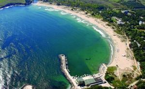 Море 2020Г. в <em>Китен</em> на Метри от Плажа. Нощувка на човек със Закуска, Обяд и Вечеря в Почивна База Средец