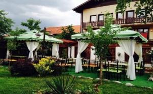 Нощувка за 2, 3 или 5 Човека + Механа-Ресторант с Лятна Градина в Чалина Къща в Банско