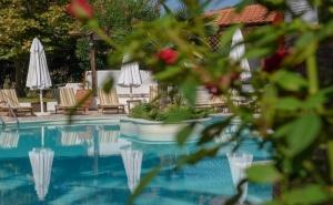 5 Дни за Двама със Закуска през Септември в Pyrgos Hotel