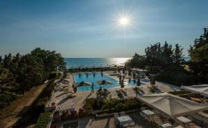 5 Дни за Двама със Закуска и Вечеря през Септември в Kassandra Mare Hotel