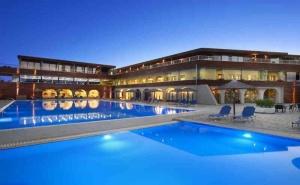 5 Дни за Двама със Закуска и Вечеря през Септември в Blue Dolphin Hotel