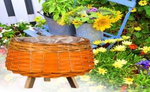 Оригинална Плетена Кашпа за Цветя на Крачета