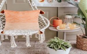 Декоративна Оранжева Бохо Възглавница с Пискюли