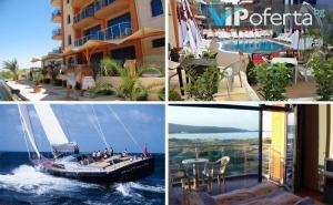 Еднодневен Пакет със Закуска или Закуска и Вечеря + Разходка с Яхта в Хотел Пенелопе***, <em>Приморско</em>