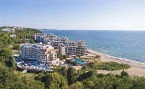 2 Нощувки на човек + Басейн, Шезлонг и Чадър на Плажа от Хотел Марина Сендс**** на 50М. от Морето в <em>Обзор</em>