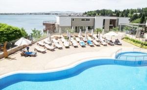 Нощувка на човек със закуска + басейн в хотел Свети Пантелеймон Бийч, Несебър