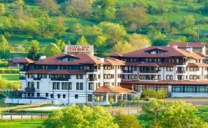 Делник в Хотел Орбел****, <em>Добринище</em>! Нощувка на човек със Закуска + Минерални Басейни