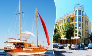 Лято в Приморско! Нощувка със Закуска + 1 Час Разходка с Яхта от Семеен Хотел Зонарита