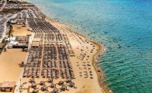 Еднодневен Плаж в Гърция до Сахара Ризорт Бийч Бар в Неа Ираклия, <em>Халкидики</em>