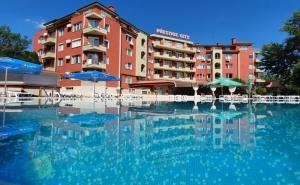 Нощувка на човек в апартамент на база All Inclusive + басейн в хотел Престиж Сити І, Слънчев Бряг - на 400 метра от Какао Бийч
