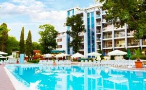 Нощувка на човек със закуска + басейн от хотел Грийн Парк, Златни пясъци