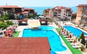 Нощувка на база All inclusive на човек + басейн на 50 м. от плажа от хотел Корона, Свети Влас. Дете до 12г. - безплатно
