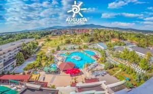 2 нощувк за ДВАМА със закуски, 3 СПА процедури + външен и вътрешен басейн в хотел Аугуста, гр. Хисаря