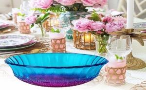 Красива стъклена купичка в преливащи цветове