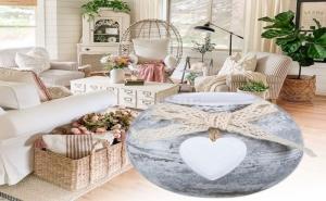 Кръгла Дървена Поставка за Чаена Свещ със Сърце