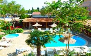 Море 2020 в Равда! Нощувка на човек със закуска + басейн в хотел Тропикана