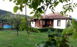 Нощувка за до 10 човека + механа и басейн в самостоятелна къща Равеста в Еленския Балкан - с. Руховци